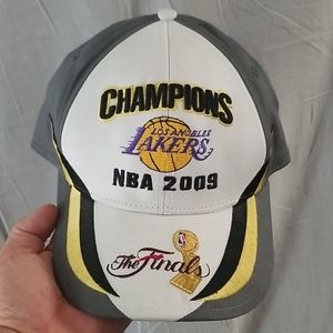 2 LOS ANGELES LAKERS HATS 09 CHAMPIONS